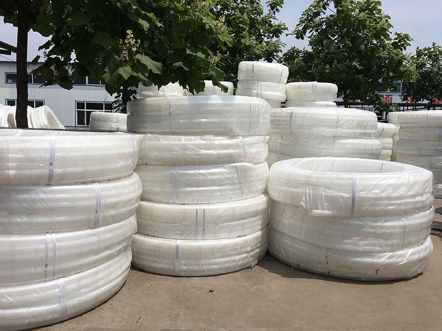 白塑料饮水管